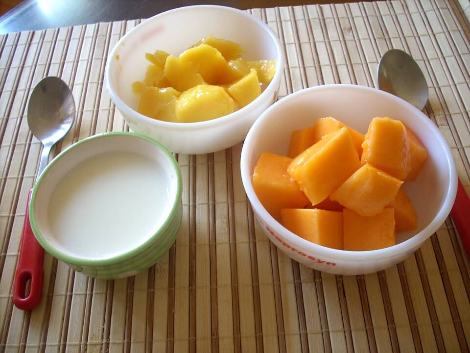 Hair Treatments for Kinky Curly - 4 Blend Together ½ Cup Yogurt With 1 Raw Papaya Fruit